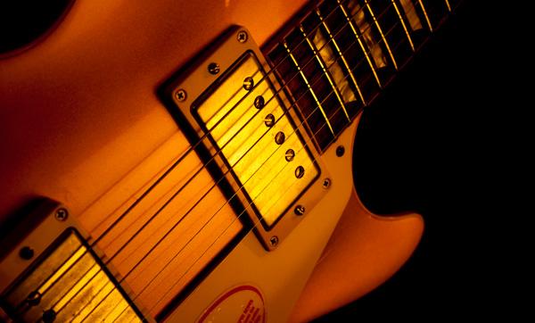 主に高級ギターに使われるラッカー塗装