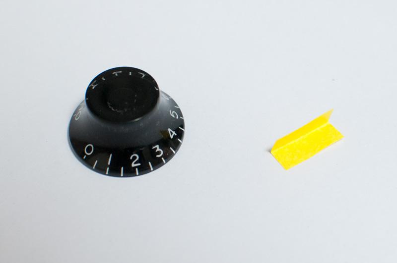 ツマミのノブが緩い時の対処方法 スペーサーになる紙を用意