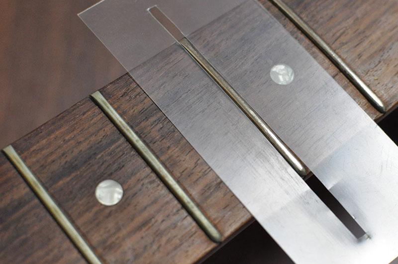 メタルクロスなら超簡単にフレットを磨けて十分すぎるほどキレイになる。
